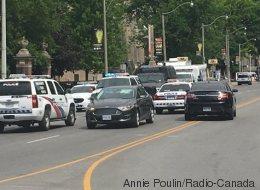 Plus de 10 édifices bouclés par la police au centre-ville de Toronto