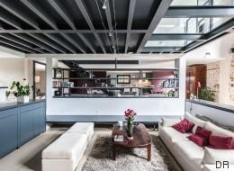 Ce salon contemporain est une ferme rénovée en Ariège