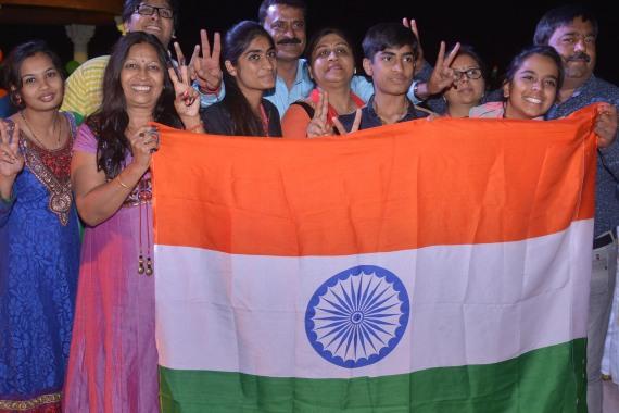 هل تعلم ما تعنيه الرموز والألوان الموجودة بأعلام بعض الدول O-INDIA-FLAG-570