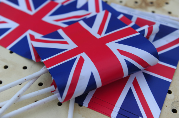 هل تعلم ما تعنيه الرموز والألوان الموجودة بأعلام بعض الدول O-ENGLAND-FLAG-570