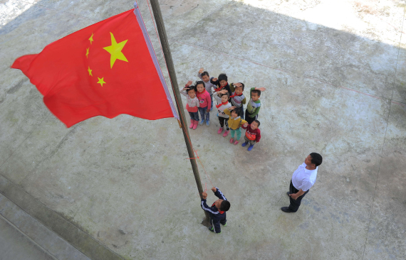 هل تعلم ما تعنيه الرموز والألوان الموجودة بأعلام بعض الدول O-CHINA-FLAG-570