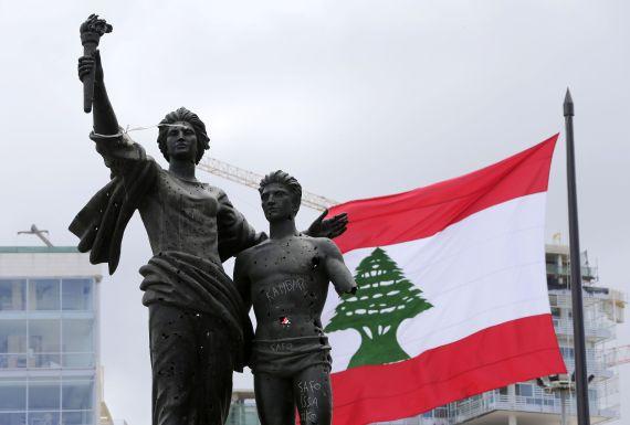 هل تعلم ما تعنيه الرموز والألوان الموجودة بأعلام بعض الدول O-LEBANON-FLAG-570