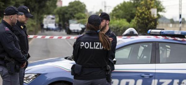 82enne uccide i vicini di casa a colpi di pistola, poi si toglie la vita