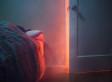 Sie hört nachts Geräusche in ihrem Schlafzimmer - dann beginnt der Albtraum
