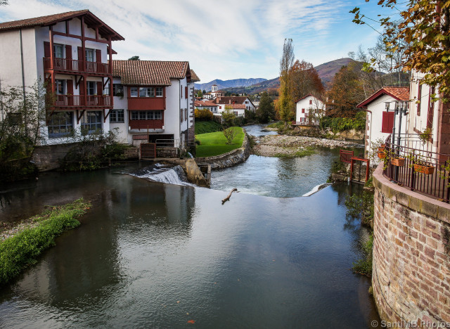 Et le plus beau village de france est saint jean pied de port - Hotels in saint jean pied de port france ...