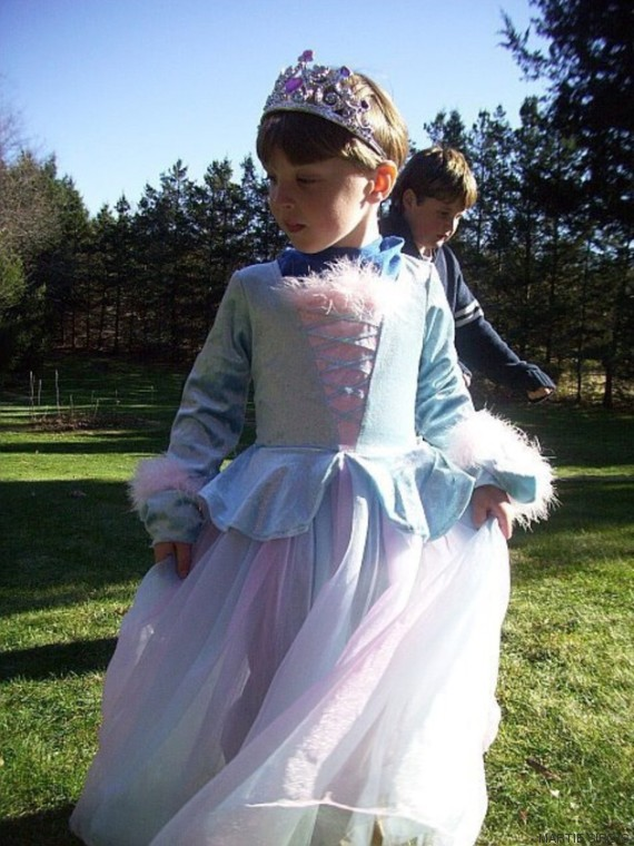 menino de vestido
