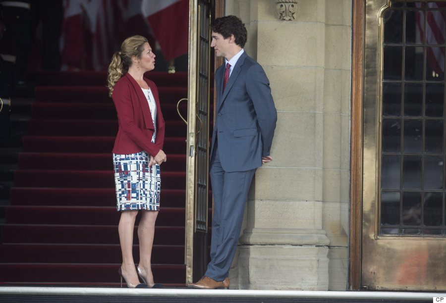 Sophie Gregoire Trudeau Wears Red White And Blue Muriel Dombret Dress For Obamas Ottawa Arrival
