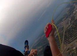 Il a perdu son parachute principal en plein saut (VIDÉO)