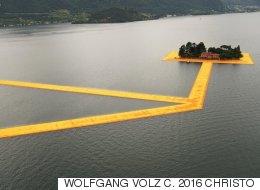 한 아티스트가 46년 만에 완성한 작품 덕분에 사람들이 물 위를 걷게 됐다