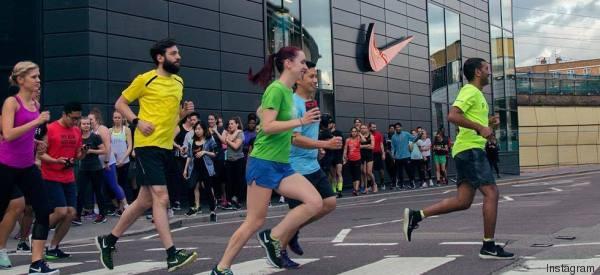 Anche la Nike inciampa su Photoshop: modifica le scarpe del corridore. Polemiche sui social