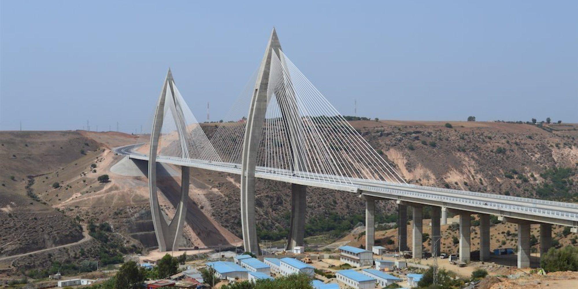 Le roi inaugure l 39 autoroute de contournement de rabat et le pont haubans - Premier pont a haubans ...