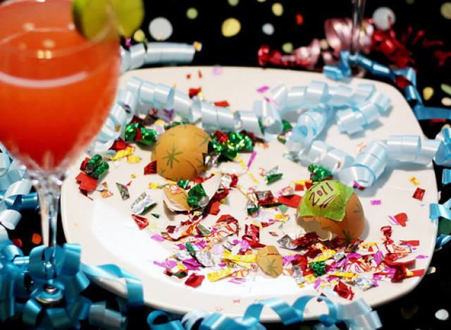 DIY  Ideas  For  New  Year's  Eve:  Egg  Confetti  Bombs