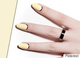 Le jaune pastel habille nos ongles cet été