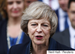 Les chaussures de Theresa May intriguent les internautes (PHOTOS)