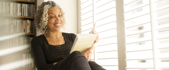 HAPPY BLACK WOMAN READING BOOK