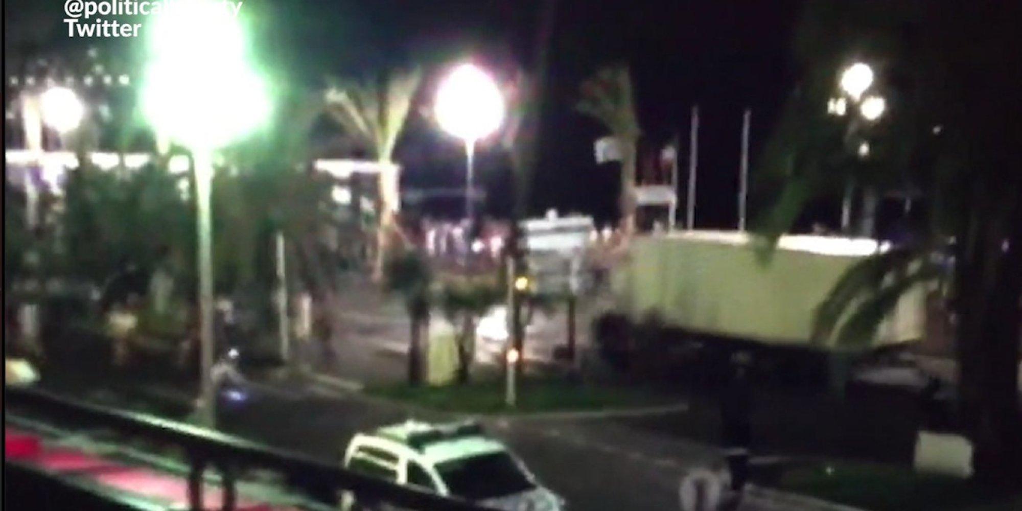 Attentat Facebook: Les Images Du Mouvement De Foule De L'attentat De Nice