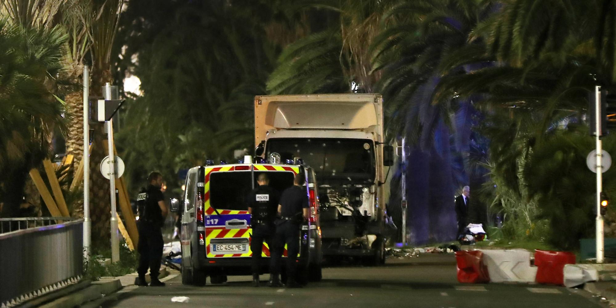Attentat Facebook: Attentat De Nice: Comment Le Chauffeur A Pu Entrer Dans