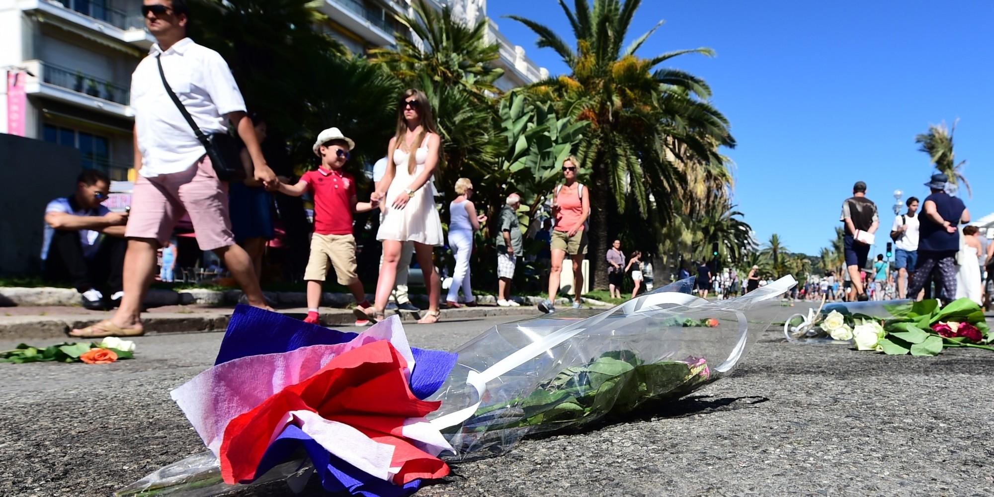 Attentat Facebook: Attentat De Nice: Familles En Vacances, Touristes