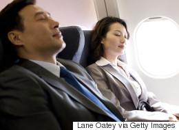 16 trucs pour dormir comme un bébé dans l'avion