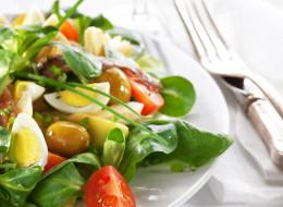 En l'honneur de ma ville de coeur qui a besoin d'amour, la recette de la vraie salade niçoise