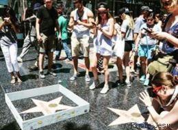 Un mur miniature est érigé autour de l'étoile de Trump