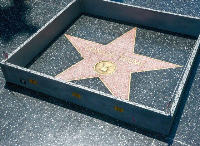 Un mur autour de l'étoile de Trump à Hollywood