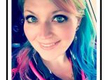 Jugée pour sa couleur de cheveux, cette infirmière répond à la perfection