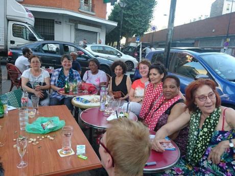 Grâce à Monique et ses amies, les hommes ne sont plus surpris de voir des femmes au café à Aubervilliers