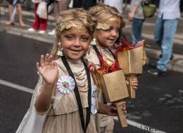 Juste pour rire : les athlètes en vedette au défilé des jumeaux