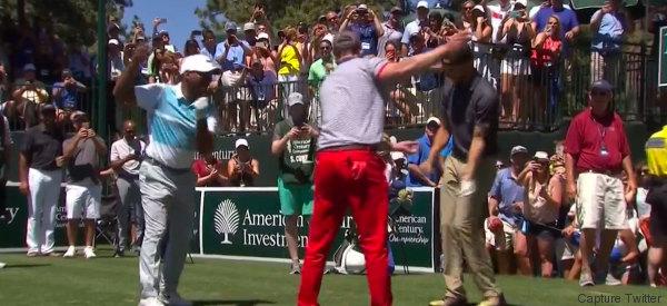 Justin Timberlake fait une danse à la Carlton à un tournoi de golf
