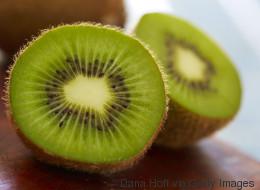 Das passiert mit deiner Haut, wenn du jeden Tag eine Kiwi isst