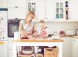 Perché cucinare insieme ai propri figli contribuisce al benessere di una famiglia