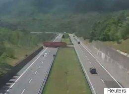 Big Rig Makes Unbelievable U-Turn On Highway In Italy