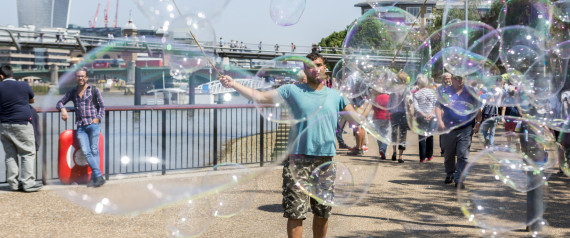MAN SOAP BUBBLE STREET