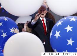 Personne n'est plus heureux que Bill Clinton entouré de ballons (VIDÉO)