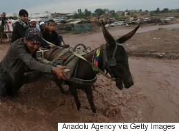 Inondations au Pakistan: un autobus emporté par les eaux fait 27 morts