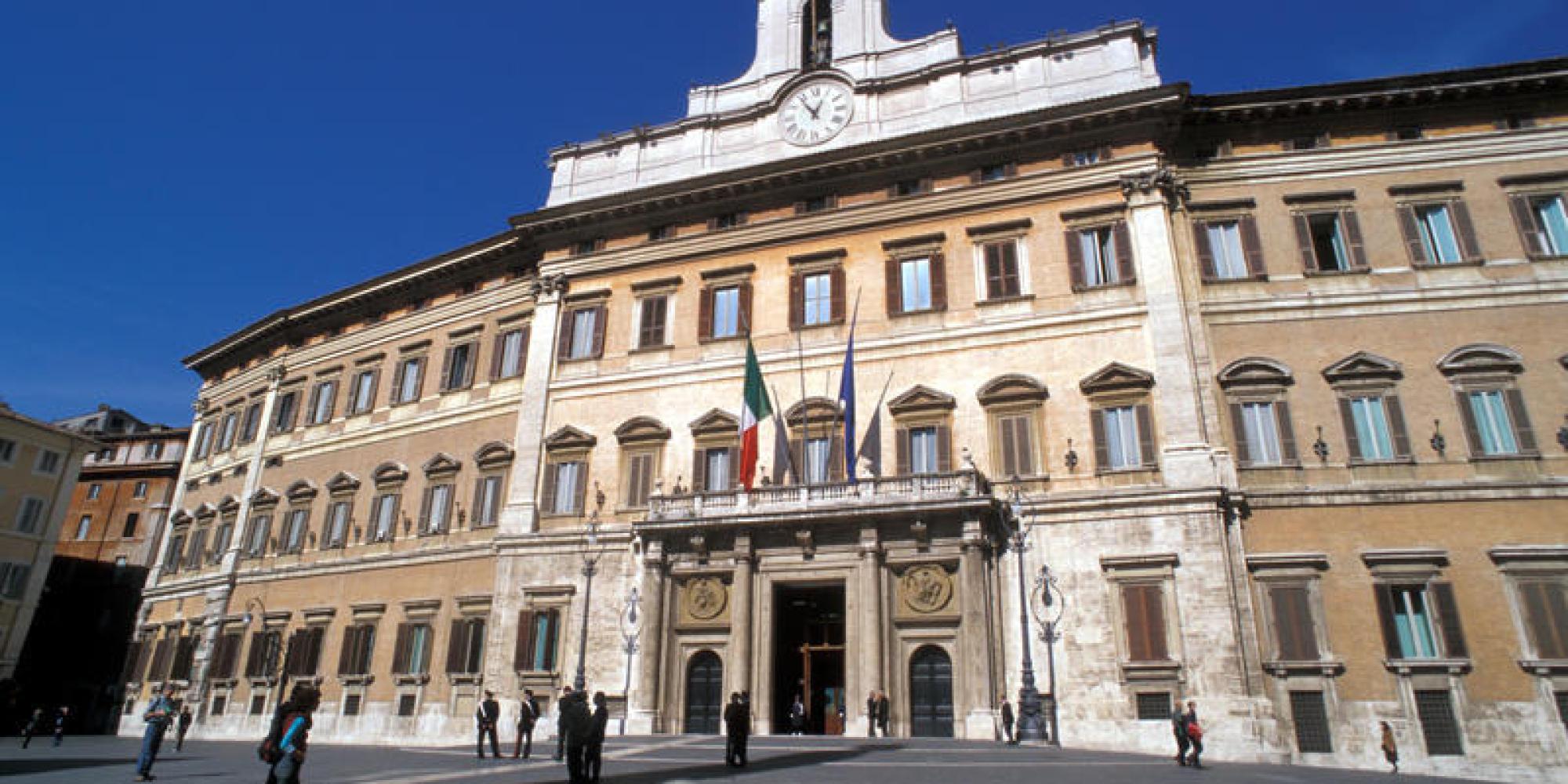 Scattano le super ferie dei parlamentari italiani da oggi for Parlamentari italiani