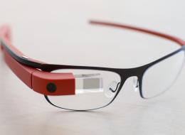 نظارة خشبية مصرية تنافس Google بالأسعار وتحوز جائزة رسمية