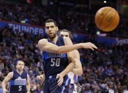 Quand le basketteur tunisien Salah Mejri se met à la danse pour les Dallas Mavericks (VIDÉO)