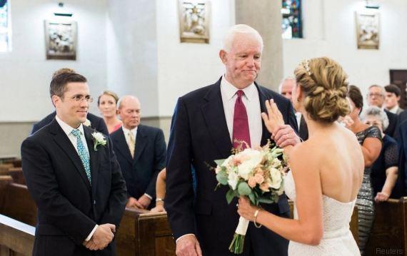 Portata all'altare dall'uomo salvato dal cuore del padre