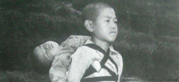 La storia della foto del bambino di Nagasaki e del fratellino morto sulle spalle