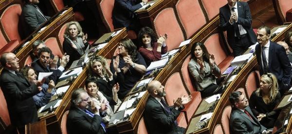 Opposizioni all'attacco sui militari italiani in Libia:
