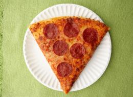 هكذا ساهمت القطعة البلاستيكية البيضاء في الحفاظ على البيتزا