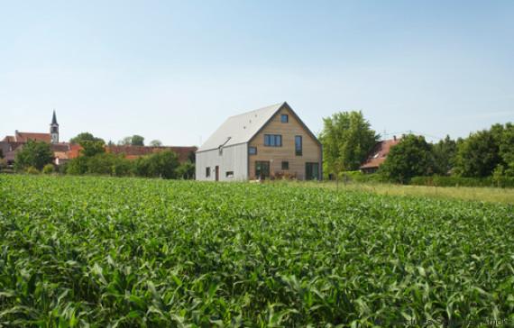 Cette maison alsacienne au milieu des champs joue la carte - Maison de l ecologie ...