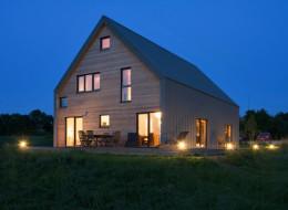 Cette superbe maison au milieu des champs joue la carte de l'écologie (PHOTOS)