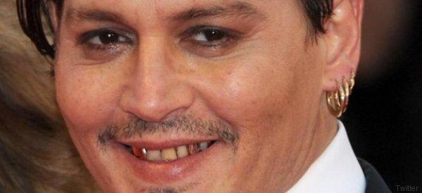 Johnny Depp si taglia un dito e con il sangue scrive insulti alla moglie