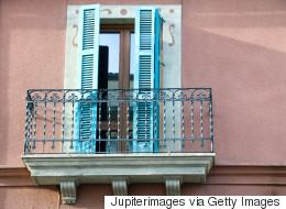 Les Britanniques ivres qui s'amusent à se jeter des balcons inquiètent en Espagne