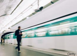 Un homme opéré à cœur ouvert sur le quai du métro de Paris