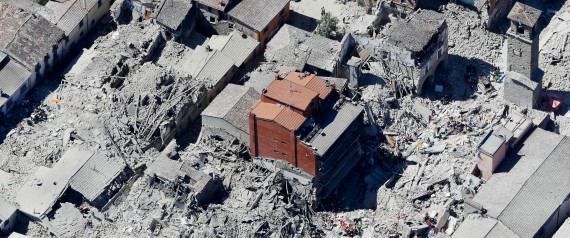 Terremoto centro italia ad amatrice un palazzo di 5 piani for Edificio di 10000 piedi quadrati