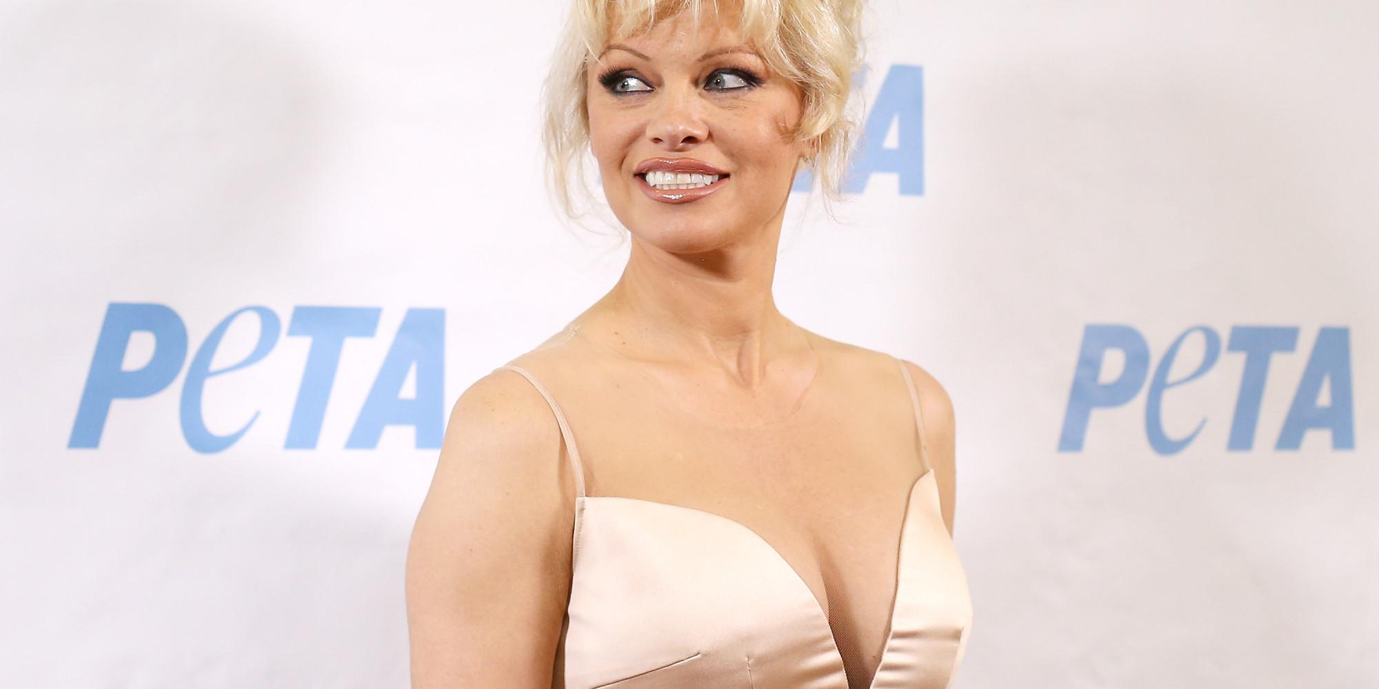 Pamela Anderson pose seins nus sur Instagram et affole la